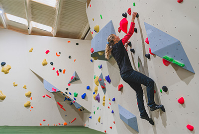 bouldering at the tide climbing centre in cornwall